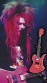 hide、初のサスティナー搭載機「MG-X ショッキングピンク」をフィギュア化! ソロ活動20周年記念のギターフィギュア第1弾