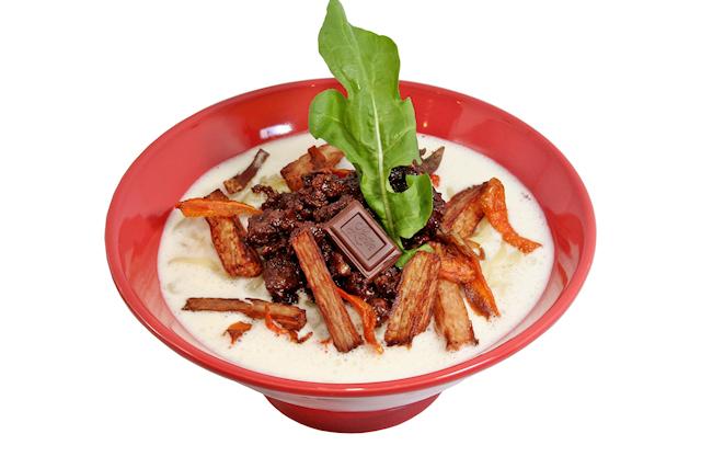 麺屋武蔵×ロッテのチョコレートラーメン「味噌ガーナ2013」、1月21日に販売開始! 今年は白みそスープと「音が鳴る」仕掛けが特徴