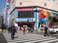 巨大な「ミクダヨー」が秋葉原・中央通り交差点に登場! 「ねんどろいどぷち 初音ミク セレクション」の宣伝大使として