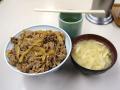 牛丼「サンボ」、秋葉原のメイドカフェとまさかのコラボ!? 「サンポの牛丼」を期間限定で提供