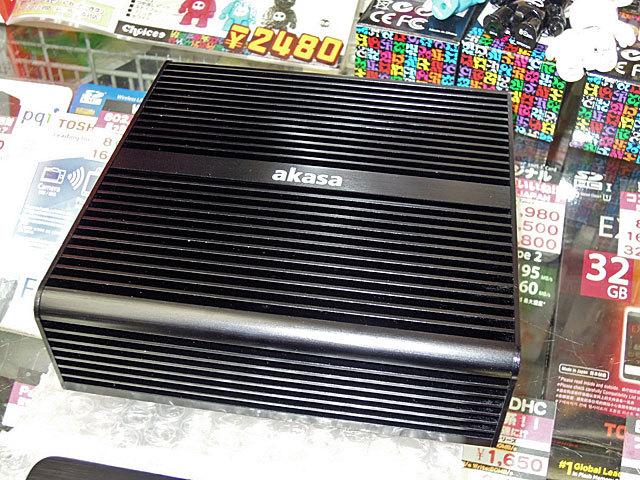 Core i3/i5搭載NUCマザー両対応のファンレスケースakasa「Newton Plus」が発売!