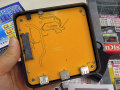 NUCの下にピッタリ敷けるUSBハブ付きHDDケース「NUCの重箱」がアユートから!