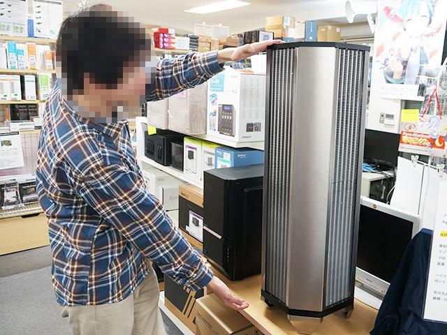 aqua computerの巨大ラジエーター「airplex GIGANT 3360」がオリオスペックで展示中! 高さ1mのタワー型