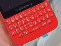 物理QWERTYキー搭載の「BlackBerry Q5」にレッドモデルが登場!