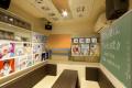 TVアニメ「となりの関くん」、カラオケ「パセラ」とコラボ! 秋葉原昭和通り館にコラボルームを設置
