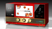 カラオケ「DAM」、最新機種「LIVE DAM RED TUNE」を4月8日に投入! LIVE DAMシリーズの第3世代機