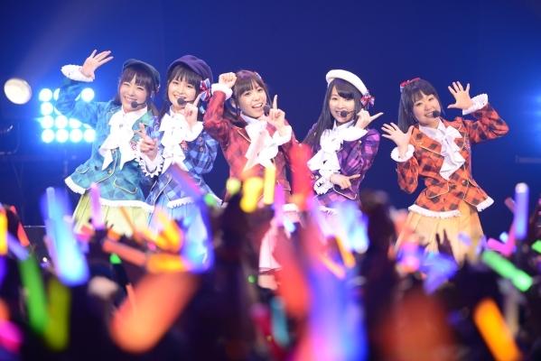 きんいろモザイク、声優ユニット「Rhodanthe*」の初ライブでZepp Tokyoが超満員に! 全キャラソンとメドレーを披露
