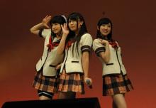 美少女3人による人生相談アニメ「人生」、声優ユニットのユニット名は「じんせーず」に決定! コスプレで楽曲を初披露