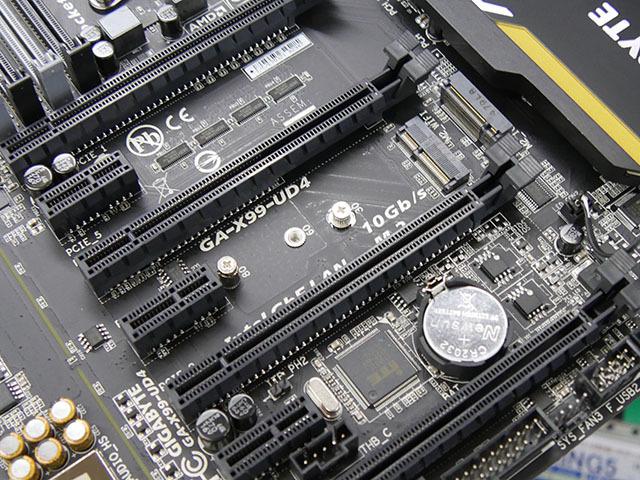 GIGABYTE「GA-X99-UD4」