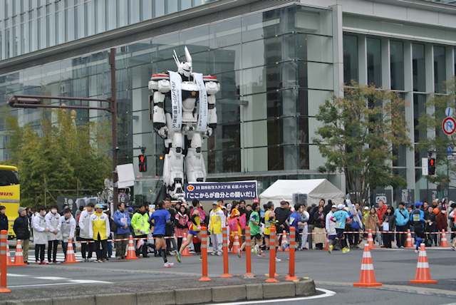 実写版パトレイバー、実物大イングラムが東京マラソンに参加! 長編劇場版「首都決戦」をアピール
