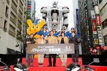 実写版パトレイバー、実物大イングラムを含むパトレイバー中隊が新宿に出現! 警視庁コラボで交通安全もPR