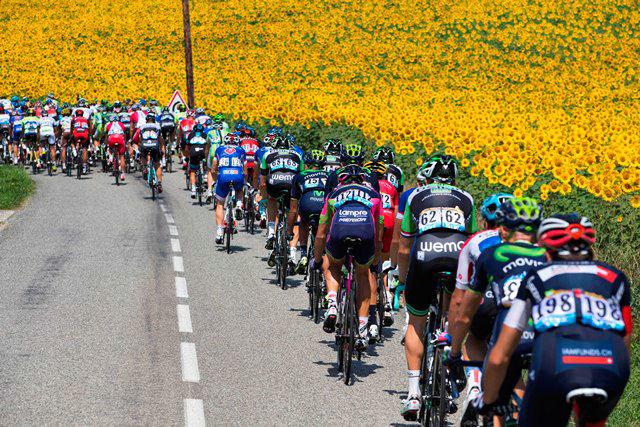 自転車競技アニメ「弱虫ペダル」、声優2人が「ツール・ド・フランス 2015」の生放送に出演! 視聴者と同じ目線でレース観戦