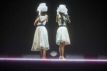 クララとカレンが今、目の前に。素顔を隠した新感覚☆レトロフューチャーポップユニット、ClariSの1stライブは大盛況!
