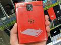 スクエアディスプレイ&QWERTYキー搭載の「BlackBerry Passport」にレッドモデルが登場!