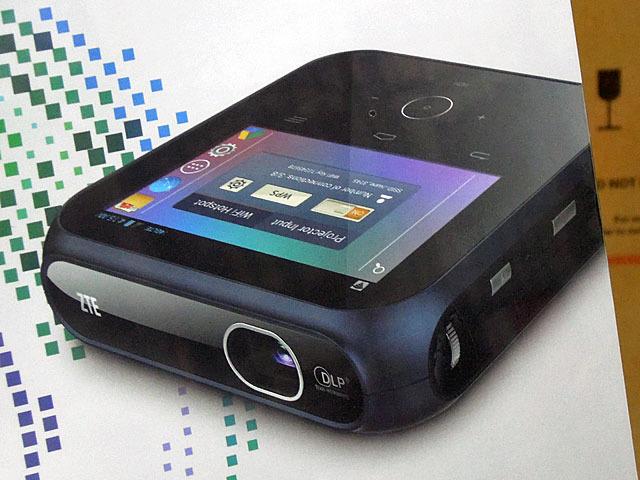 Android搭載のポータブルプロジェクター「SPro」がZTEから!