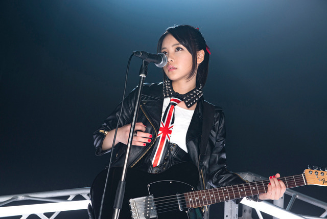 力強さとやさしさ。2つの魅力を味わえる、西沢幸奏のニューシングル「Brand-new World/ピアチェーレ」