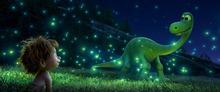 ディズニー/ピクサー最新作「アーロと少年」、本編映像の一部が解禁に! アーロの父が悲劇的な死を迎える前の重要シーン
