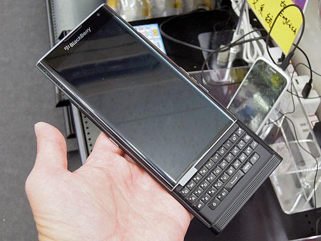 BlackBerry初のAndroidスマホ「BlackBerry PRIV」が登場! QWERTYキーボードも搭載