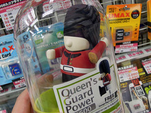 イギリス近衛兵デザインのモバイルバッテリー「Queen's Guard Power 2600」がBone Collectionから!