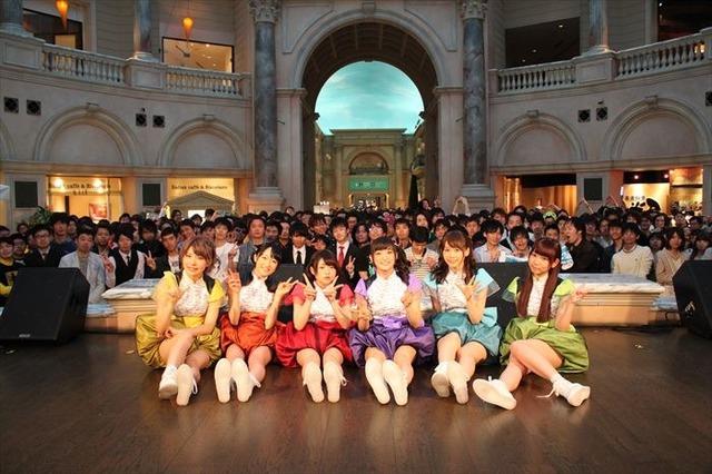 i☆Ris、2ndアルバムリリースイベントのレポート到着! 教会広場でヴァンパイアなナンバーを初披露