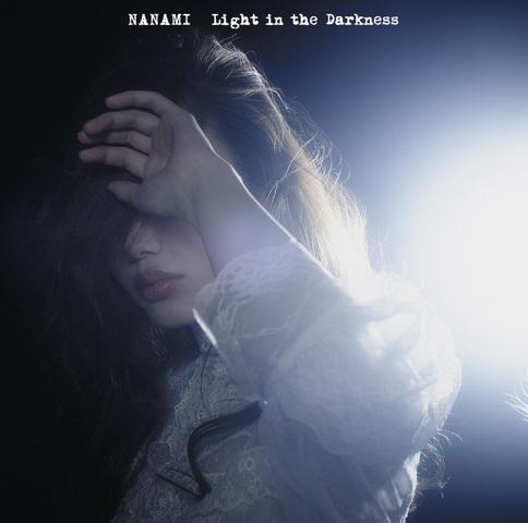 「Light in the Darkness」(通常版)