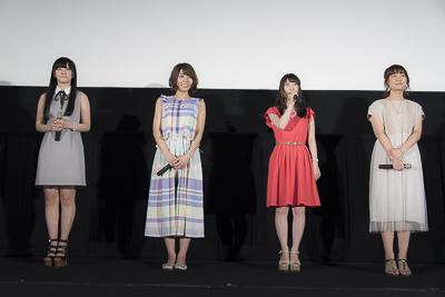 ミニスカート姿の赤﨑千夏さん