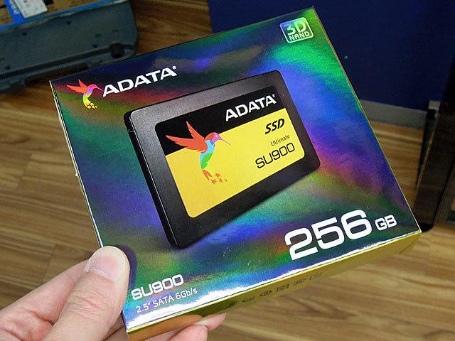 3D MLC NAND採用の2.5インチSSD ADATA「ASU900SS-256GM-C」が発売中