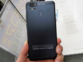 デュアルカメラ搭載の5.5インチスマホ ASUS「ZenFone 3 Zoom」が発売中