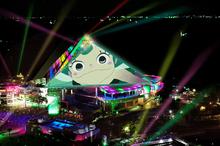アニメ映画「夜明け告げるルーのうた」、八景島シーパラダイスとコラボ決定! 光のピラミッドが「ルーのうた」仕様に
