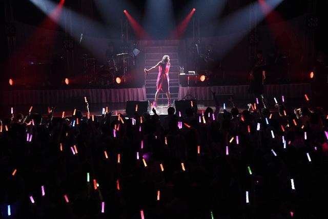 中島愛、音楽活動復帰後初のワンマンライブ「Megumi Nakajima Live 2017〝Love for you〟」のオフィシャルレポートが到着!