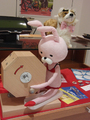 【猫写真あり!】夏アニメ「ひとりじめマイヒーロー」、コラボ中の猫カフェで、原作者のありい先生にインタビュー