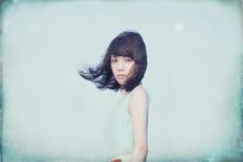 佐々木恵梨の世界が詰まった12曲。デビューから2年、1stアルバム「Period」がついに完成!