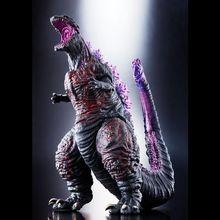 映画「シン・ゴジラ」の劇中クライマックスシーンが巨大ソフビに! 熱線放射シーンの背ビレと尻尾をクリアパーツと彩色で再現!