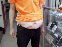 【アキバこぼれ話】中年太りの悲哀が体験できる「メタボ腹ウエストポーチ」が販売中
