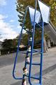 昼下がりの公園に現れたのは、世界一有名な(?)ニートの6つ子!?