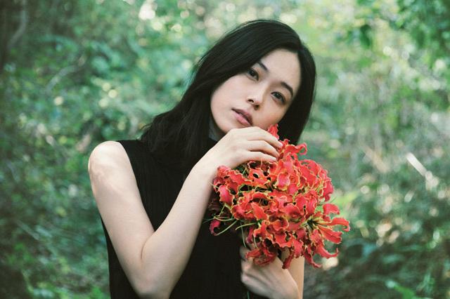 """寿美菜子が、ニューアルバム「emotion」をリリース! 新曲全曲の作詞にトライした""""奇跡の1枚""""に"""