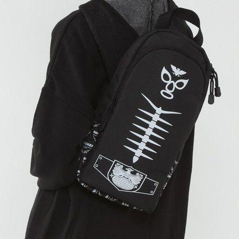 「仮面ライダー」から、人気を博したショッカー戦闘員の顔と体の模様をデザインしたワンショルダーバッグが再販決定