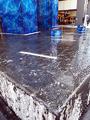 低温注意報が発表された東京23区、秋葉原ではUDX広場の水盤が凍結