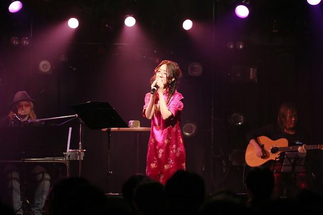 笠原弘子と送る、最高にハッピーなイベント! 「笠原弘子クリスマスライブオープニングパーティー~バラの記憶~」レポート