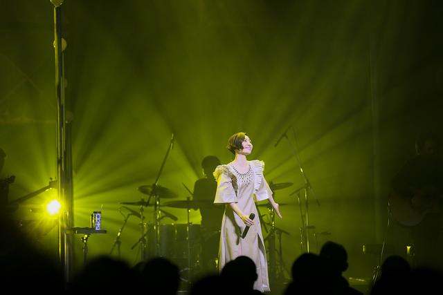 """坂本真綾、約2年ぶり、新旧織り交ぜた楽曲を披露するライブツアー""""ALL CLEAR""""が開幕!"""
