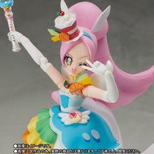 「キラキラ☆プリキュアアラモード」から、レインボーリボンが付属したキュアパルフェが登場!