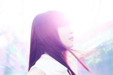 【インタビュー】ふわりとやわらかな歌声が魅力! halca、デビューシングル「キミの隣」をリリース