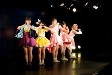 """重ねた汗と時間が結晶した""""普段通り""""の限界超えステージ! Luce Twinkle Wink☆ 4周年記念定期公演レポート"""