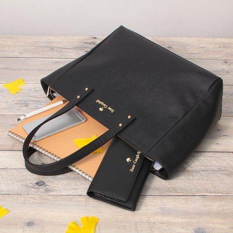「名探偵コナン」より、作中に登場する「フサエブランド」をイメージした鞄や財布がシリーズで登場!