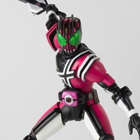 「仮面ライダージオウ」に登場する「仮面ライダーディケイド」が、ネオディケイドライバーを携えて真骨彫シリーズに登場!