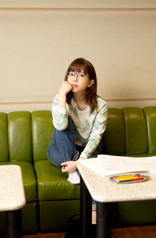 【インタビュー】音楽家・牧野由依のたしかな足どりを感じる、セレクトアルバム「UP!!!!」