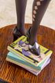 人気絵師「ばん!」氏の描く妖艶な女教師・綾女が、はち切れんばかりの胸元や肉感的な脚線美など、質感造形にこだわって立体化!