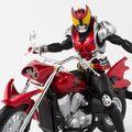 「S.H.Figuarts(真骨彫製法)仮面ライダーキバ」とあわせて劇中再現度が上がる専用バイク・マシンキバーや玉座とバイオリンがセットになったオプションパーツセットが登場!