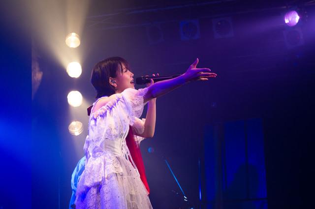 相坂優歌、活動再開後の初ライブで、完全復調した姿をファンにお披露目!「あいのうわ塗り」ライブレポート