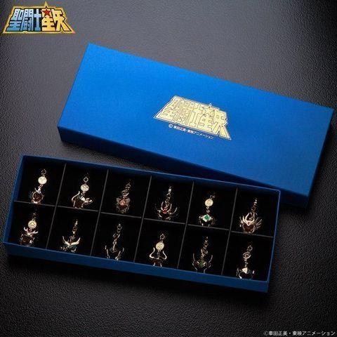 「聖闘士星矢」に登場する黄金聖衣(ゴールドクロス)のマスクと12星座モチーフが、アクセサリーチャームに!